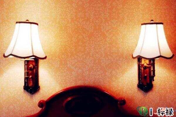 床头放台灯有什么讲究 第3张