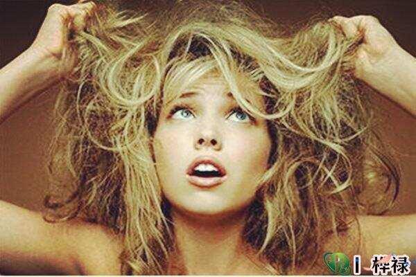 女人头发枯黄代表什么  第1张
