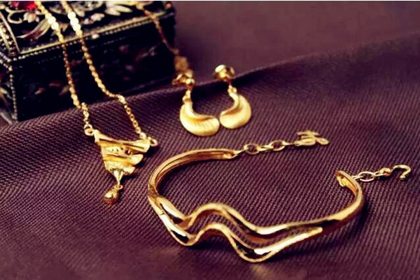 佩戴黄金首饰的风水  第3张