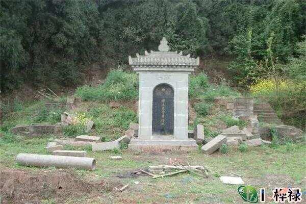 看墓地风水的吉凶